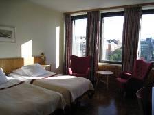 HEL_hotelroom.JPG